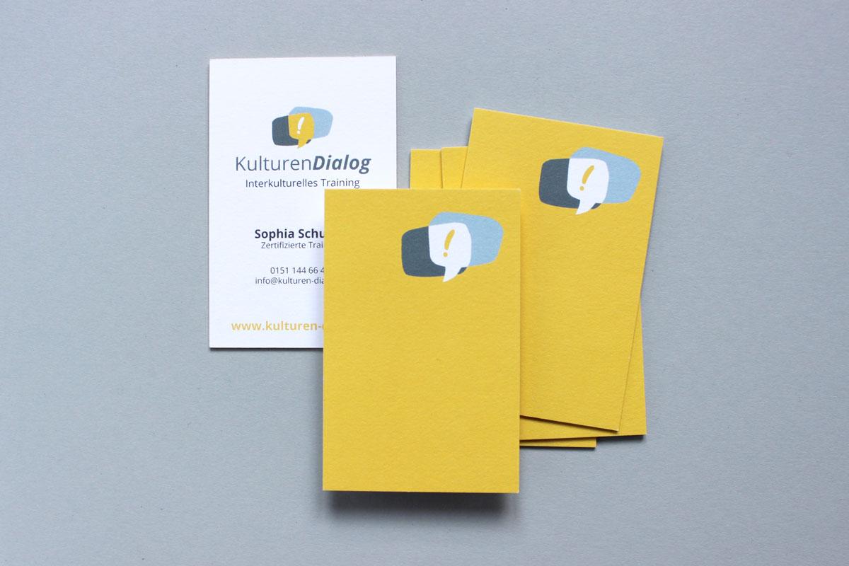 kulturen Dialog gelb Ausrufezeichen Logo Branding design Emma mendel